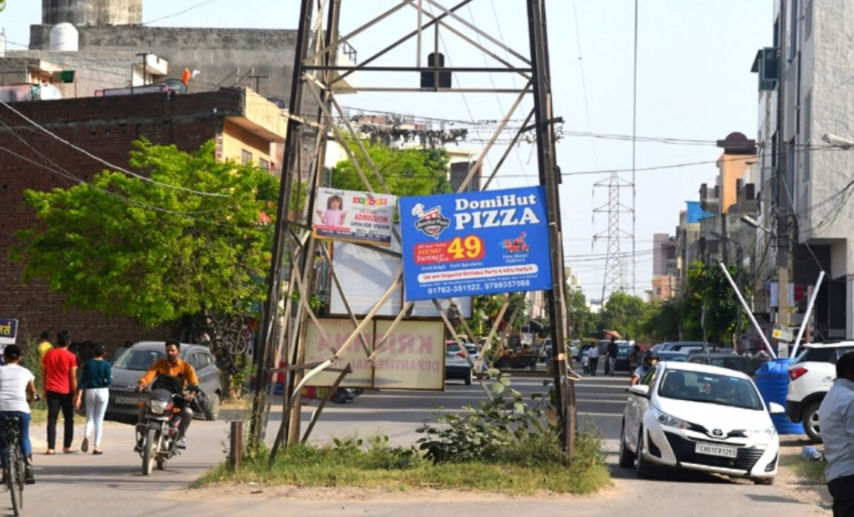 trees-and-electricity-poles-are-becoming-death-traps-in-zirakpur